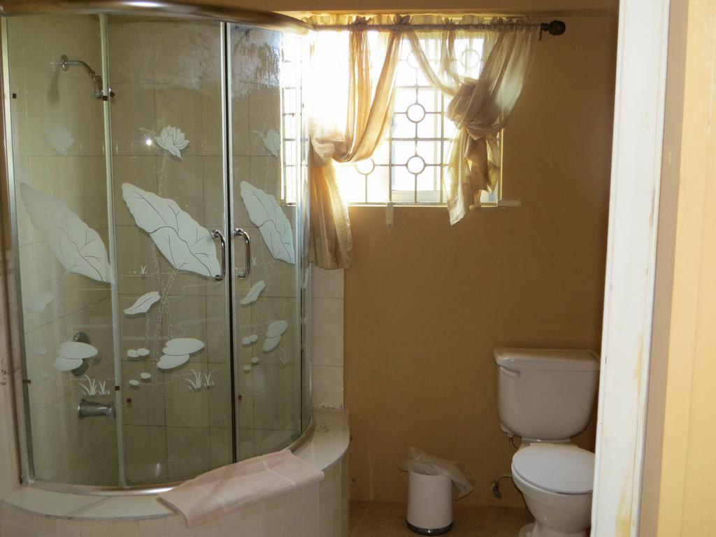 the-lodge-bathroom-1024x